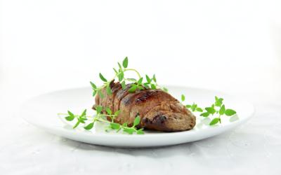 Rezept Juni: Maibock Medaillons mit Jungzwiebel-Radieschen-Gemüse